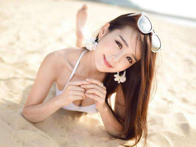 Chinese Bikini Girls Photos