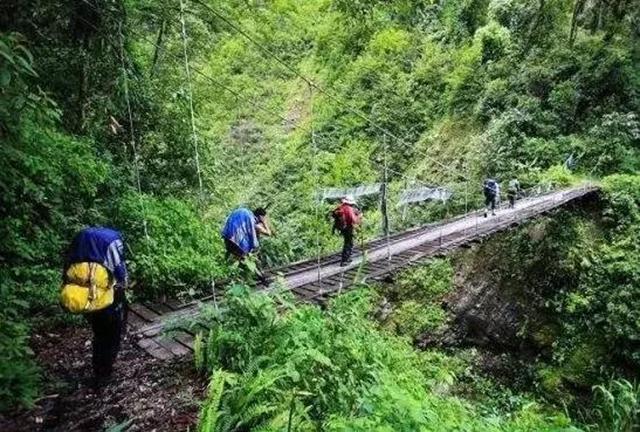 Outdoor Crossing Lines In China-Tibet Medog Crossing