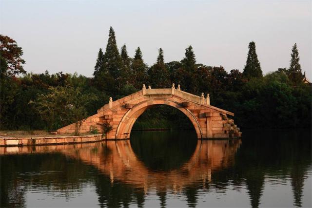 Top 10 Tourist Attractions In Hangzhou-Broken bridge