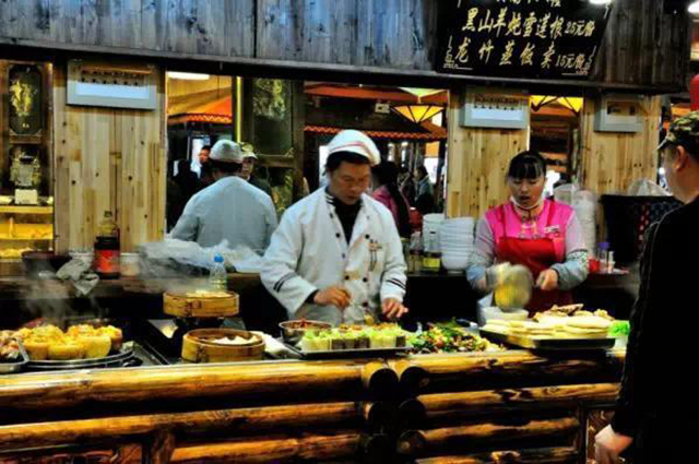China's Top 10 Night Market Snack Street-Sifang Street, Old Town of Lijiang, Yunnan