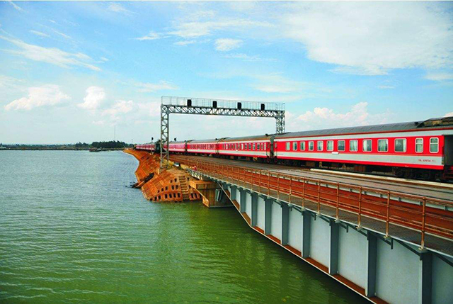 Top 10 Most Beautiful Railway Travel Routes in China-Yuehai Railway