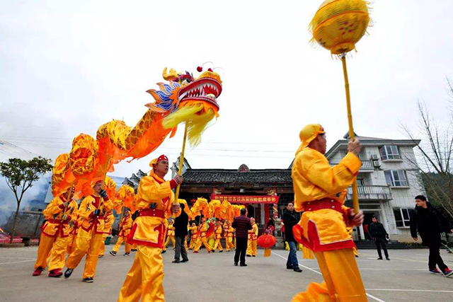 Top 10 Folk Arts in China-Dragon and lion dance