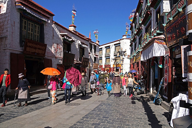 Top 10 Historical And Cultural Streets in China-Lhasa Barkhor Street