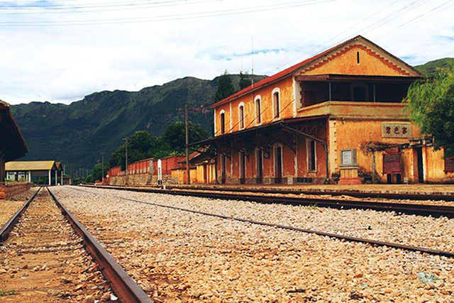 Top 10 Most Beautiful Railway Stations in China-Bisezhai Railway Station