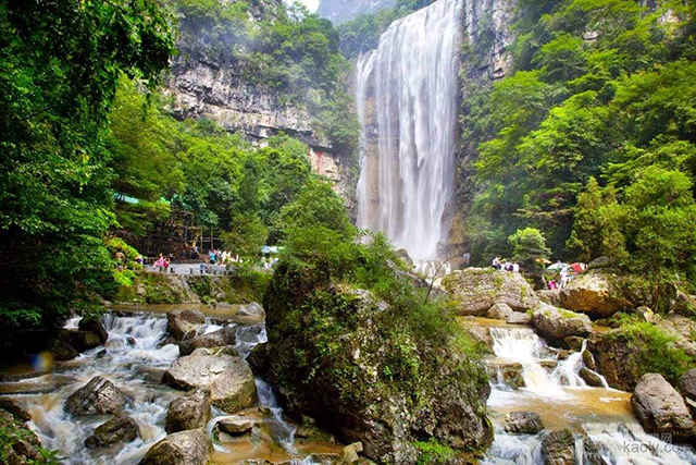 China's Top Ten Waterfalls-Hubei Yichang Three Gorges Waterfall