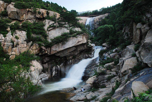 China's Top Ten Waterfalls-Shandong Taishan Black Dragon Pond Waterfall