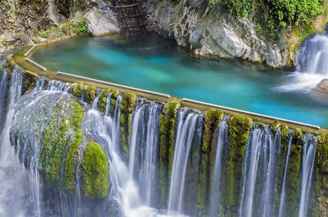 China's Top Ten Waterfalls-Sichuan Luoji Jiujiuli Hot Spring Waterfall