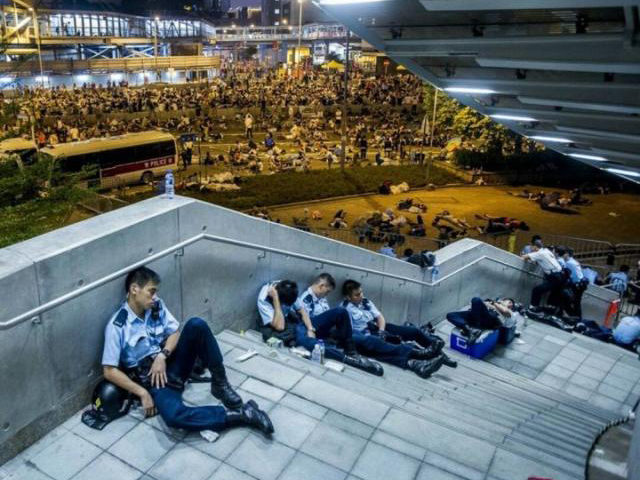 Hong Kong police maintain stable and exhausted