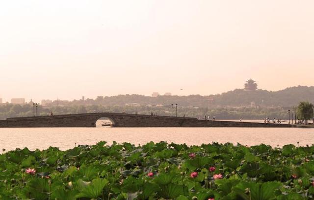 Top 10 Love Holy Places in China-Hangzhou West Lake