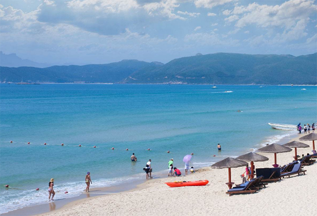 Top 10 Sea Sacred Places In China-Sanya Yalong Bay